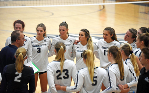 Head Coach Doug Walters addresses the volleyball team on the court pre-COVID-19.