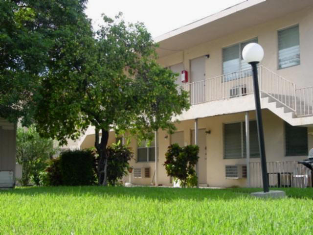 Palm Beach Atlantic University's Mango Apartments provides graduate students with a close proximity to campus.